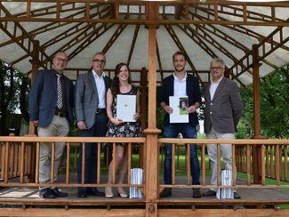 2 Absolventen von Regens Wagner Lauterhofen erhielten ihre Zeugnisse, die sie als Fachkraft zur Heilerziehungspflege ausweisen
