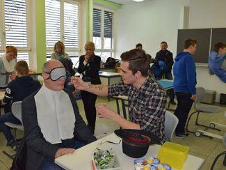 Regens Wagner beim Berufsinformationstag der Mittelschule in Lauterhofen