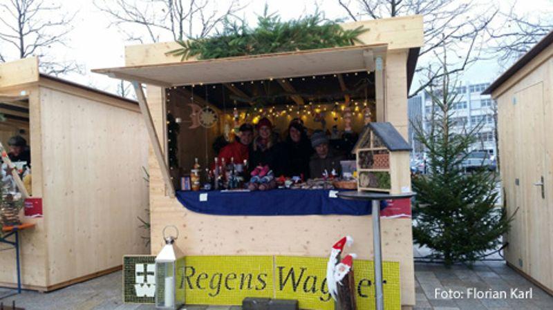 Regens Wagner Lauterhofen zusammen mit Holnstein beim Sozialen Weihnachtsmarkt auf der Audi Piazza in Ingolstadt...