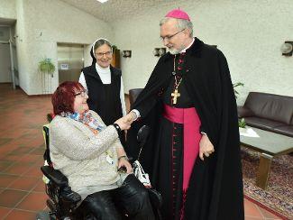 Bischof Gregor Maria Hanke zu Besuch bei Regens Wagner Lauterhofen